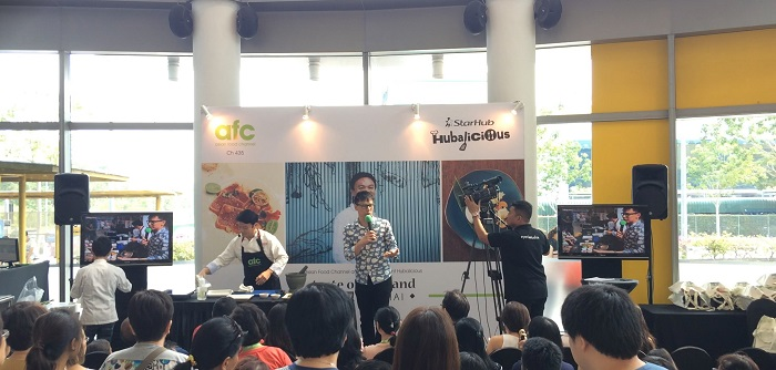 Emcee Lester Leo with AFC Celebrity chef Ian Kittichai
