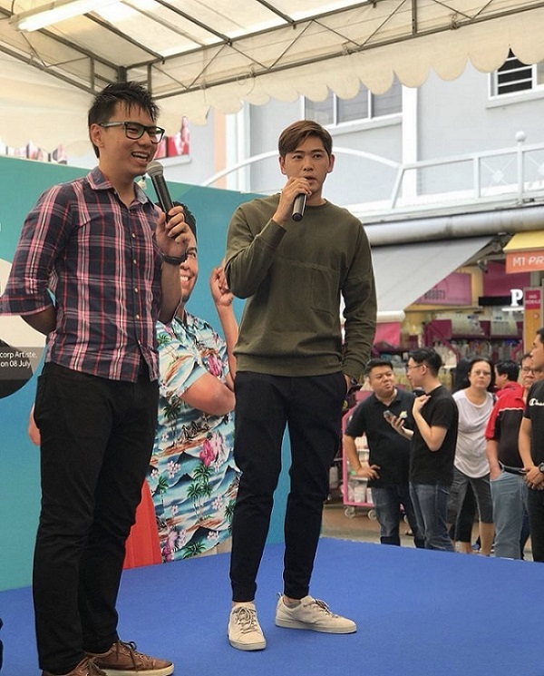 Emcee Lester hosting celebrity Mediacorp Actor Romeo Tan