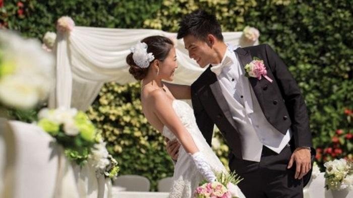 Happy wedding with good wedding emcee