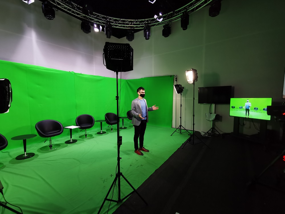 Virtual and hybrid event emcee lester leo - in a green screen studio